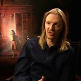 """Regisseur Andrew Adamson über die Faszination von """"Die Chroniken von Narnia"""", Erwartungen und Tilda Swinton. (4:16 min) - OV-Interview Poster"""