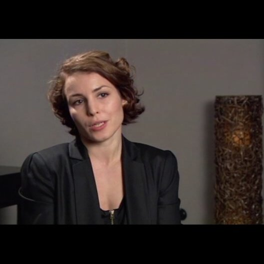 Noomi Rapace über die Gründe, warum Lisbeth so ist wie sie ist - OV-Interview Poster