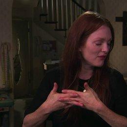 Julianne Moore über die Story - OV-Interview Poster