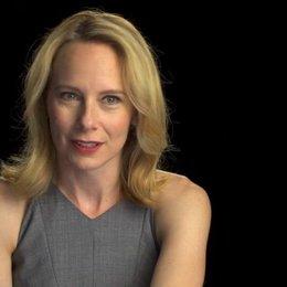 Amy Ryan über Abigails Einstellung zu Breslins Jobangebot - OV-Interview