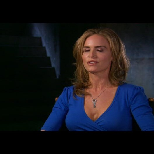 Betsy Russell (Jill Tuck) über den Erfolg der Filmreihe - OV-Interview Poster