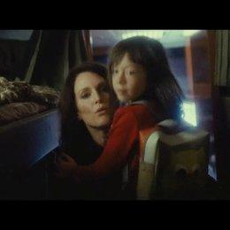 Maisie und Susanna im Tourbus - Szene