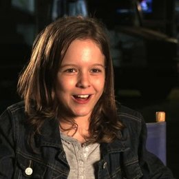 Isabella Vidovic - Maddy Broker - über die Dreharbeiten - OV-Interview Poster