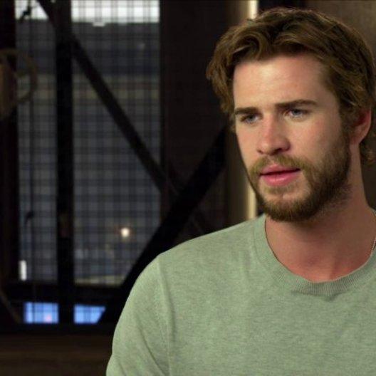 Liam Hemsworth - Gayle Hawthorne - über den Regisseur - OV-Interview Poster