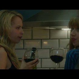 Ben macht Wallace klar, dass mit Chantry nur Freundschaft geht - Szene Poster