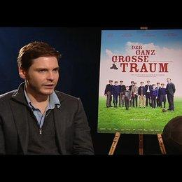 Daniel Brühl (Konrad Koch) über seine eigenen Fußballkünste - Interview