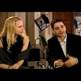 Petra Schmidt-Schaller und Denis Moschitto (Gabi und Ali) über den Film - Interview Poster