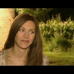 Interview mit Julia Dietze (Prinzessin Herzelinde) Poster