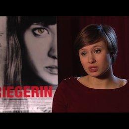 Alina Levshin über das Ziel des Films - Interview Poster