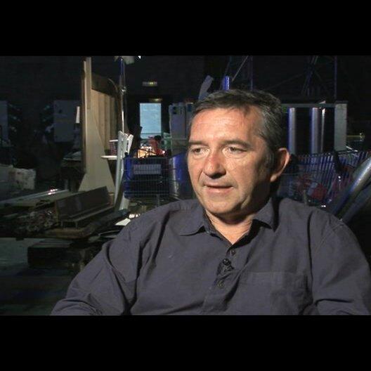 Pascal Chaumeil über seine Art die Schauspieler zu lenken - OV-Interview Poster