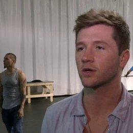 Travis Wall - Choreograph über Kathryn McCormick und Ryan Guzman - OV-Interview Poster