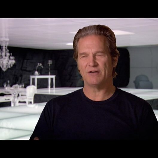 Jeff Bridges (Kevin Flynn - Clu) über die Sets von Tron Legacy - OV-Interview Poster