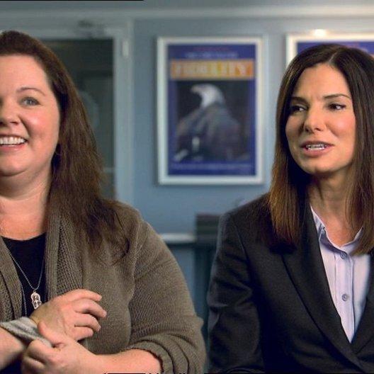Sandra Bullock - Ashburn - und Melissa McCarthy - Mullins - über ihre Chemie beim Tanzen - OV-Interview Poster