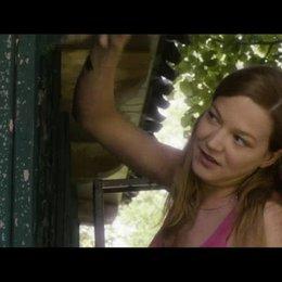 Ein kleiner Flirt beim Streichen - Szene Poster
