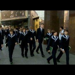 Thomaner laufen in Buenos Aires zum berühmten Teatro Colon - Szene Poster