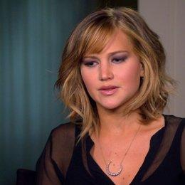 Jennifer Lawrence - Katniss Everdeen - über die Beziehung zwischen Katniss, Peeta und Gale - OV-Interview Poster