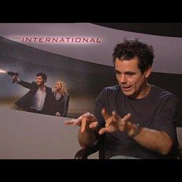 Tom Tykwer über die Realität des Films - Interview Poster