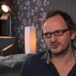 Milan Peschel über seine Rolle Toto - Interview Poster