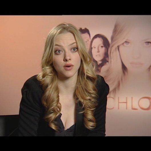 Amanda Seyfried - Chloe / über ihre Rolle - OV-Interview Poster