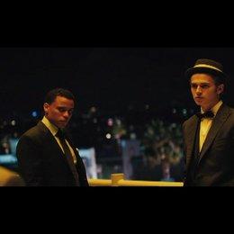 Bone Deep (Takers) - OV-Trailer
