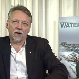 Edward Burtynsky - Regisseur - über die Verbindung von Natur Wasser und Mensch - OV-Interview Poster