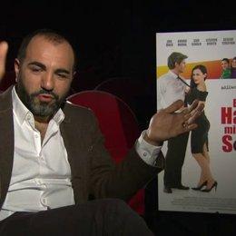 Adnan Maral über seine Sicht, über Lieblingsklischees, übers Grillen - Interview Poster