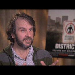 Peter Jackson über Neill Blomkamp - OV-Interview Poster