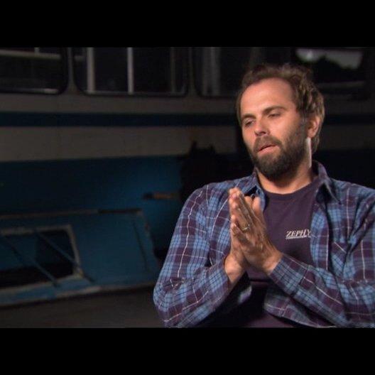 Chris Gorak (Regisseur) über Emile Hirsch - OV-Interview Poster