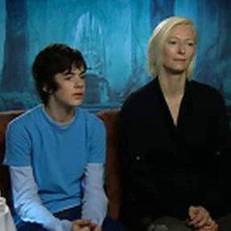 Tilda Swinton und Edmund-Darsteller Skandar Keynes über die Welt von Narnia, ihre Rollen und Special Effects. (6:22 min) - OV-Interview Poster