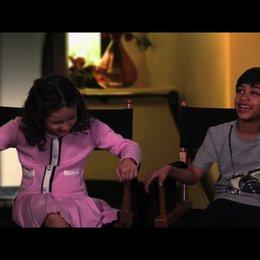 Elodie Tougne und Rohan Chand über die Dreharbeiten mit Adam Sandler - OV-Interview