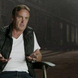 Kevin King-Templeton - Producer - darüber, das Franchise frisch zu halten - OV-Interview Poster