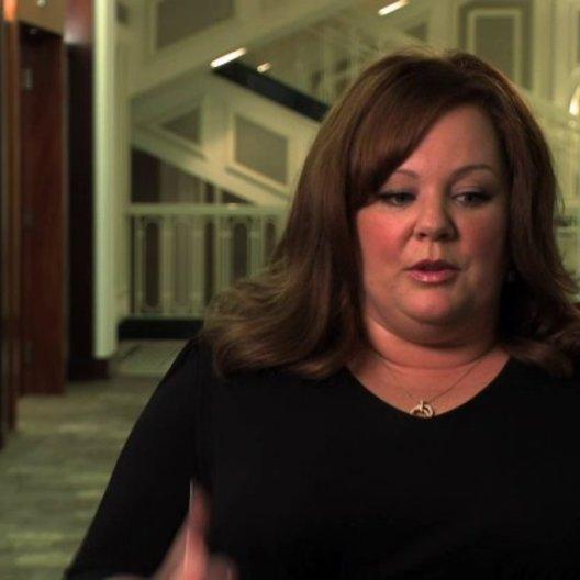 Melissa McCarthy über die körperliche Anstrengung ihrer Rolle - OV-Interview Poster