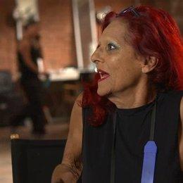 Patricia Field - Kostümdesignerin - darüber, welche Inspiration ihr New York gibt - OV-Interview Poster