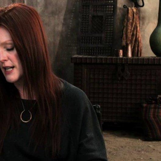 Julianne Moore über den Kampf Menschen gegen Hexen - OV-Interview Poster