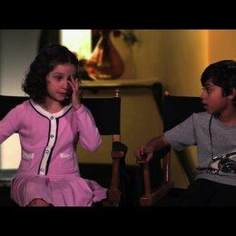 Elodie Tougne und Rohan Chand über ihre erste Begegnung mit Adam Sandler verkleidet als Frau - OV-Interview