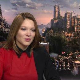Lea Seydoux - Belle - über ihre erste Reaktion auf das Angebot die Rolle der Belle zu spielen - OV-Interview Poster