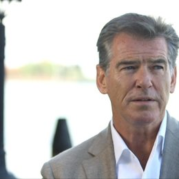 Pierce Brosnan über den Film - OV-Interview Poster