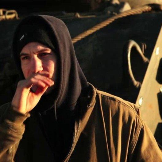 Jon Bernthal über die Darstellung von Krieg im Film - OV-Interview Poster