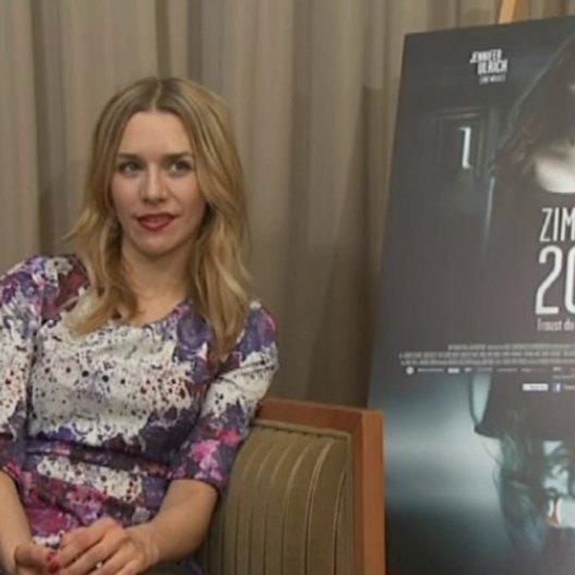 Julia Dietze (Annika) über Lieblingsanekdote am Set - Interview Poster