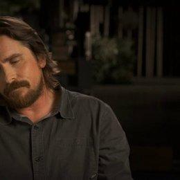 Christian Bale darüber wie er sich auf seine Rolle vorbereitet hat - OV-Interview Poster