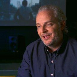 Francis Lawrence - Regisseur  - über die Beziehung zwischen Katniss, Peeta und Gale - OV-Interview Poster