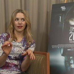 Julia Dietze (Annika) über Annika über die Herausforderungen der Rolle - Interview Poster