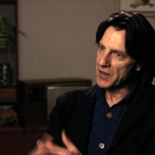 James Marsh über den Reiz an dem Filmprojekt - OV-Interview Poster