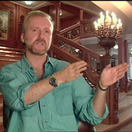 James Cameron (Regisseur) über das Nachstellen des Sinkens - OV-Interview Poster