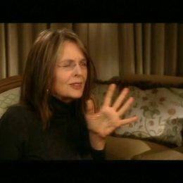 Diane Keaton über die Besonderheit ihrer Rolle als Mutter Stone und das Verhältnis ihrer Figur zu Sarah Jessica Parker.  (3:28 min) - OV-Interview Poster