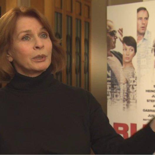 Senta Berger über die Möglichkeit ihrer Figur Rosalie, mit einem Federstrich das Leben ins Positive zu ändern - Interview Poster