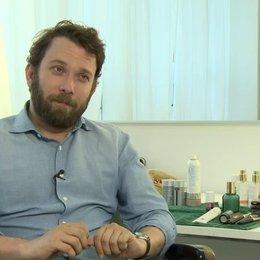 Christian Ulmen - Robert Beck - über seine Rolle - Interview Poster