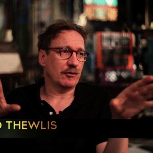 David Thewlis über Christoph Waltz - OV-Interview Poster