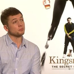 Taron Egerton über Colin Firth - OV-Interview Poster