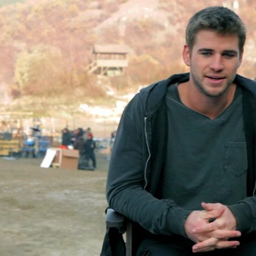 Liam Hemsworth -Billy The Kid Timmons- über die Arbeit mit so vielen Action-Legenden - OV-Interview